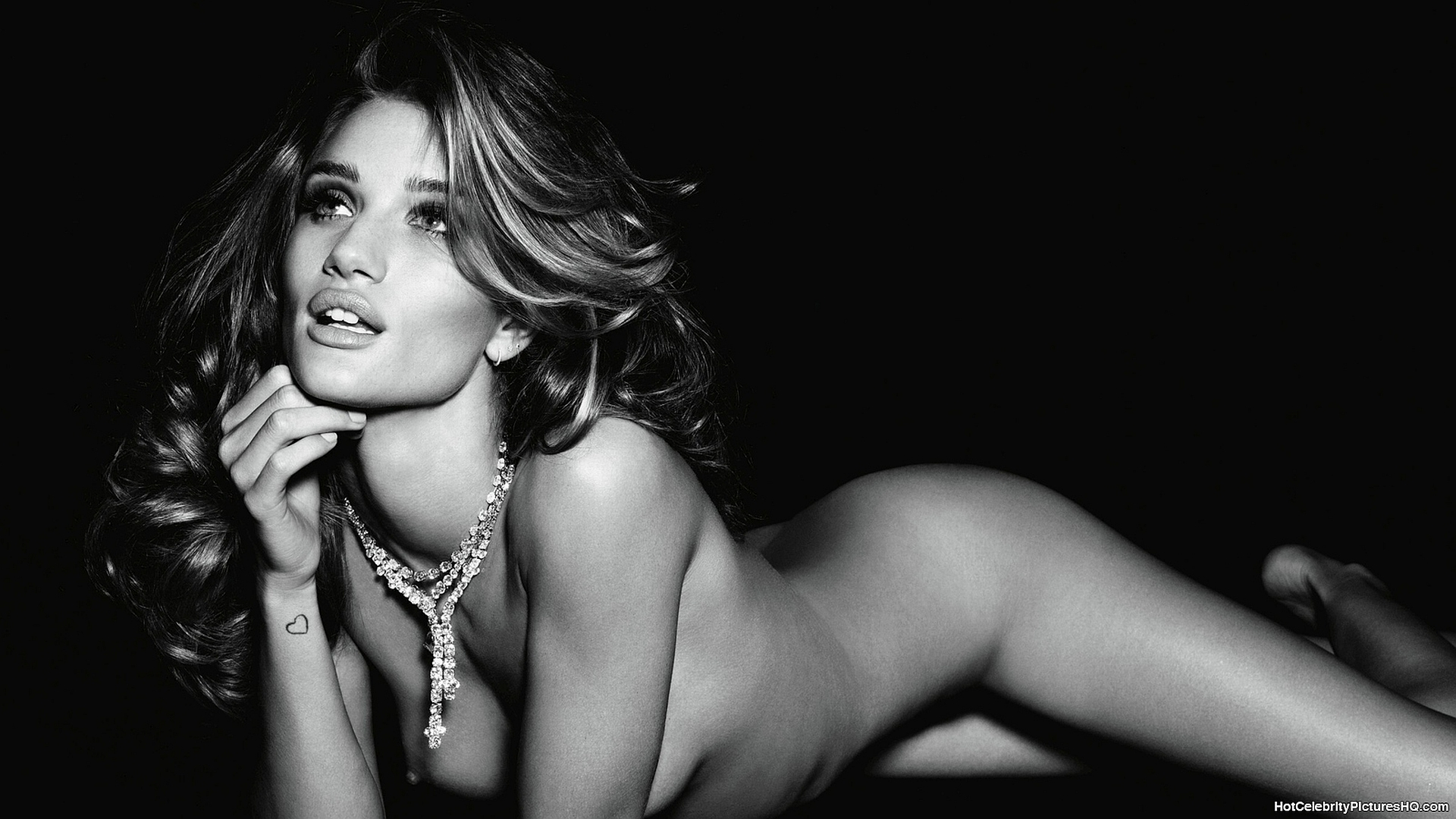 Rosie-Huntington-Whiteley-nude-hot-black